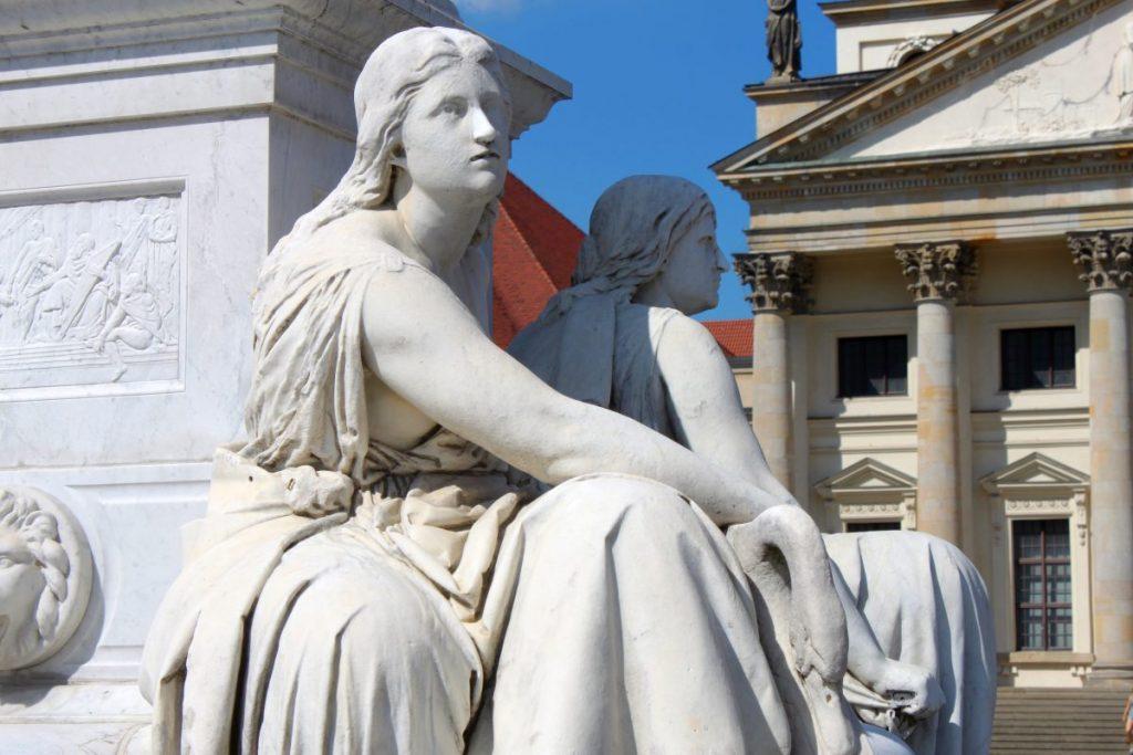 Berlin, Friedrich-Schiller-Statue am Gendarmenmarkt