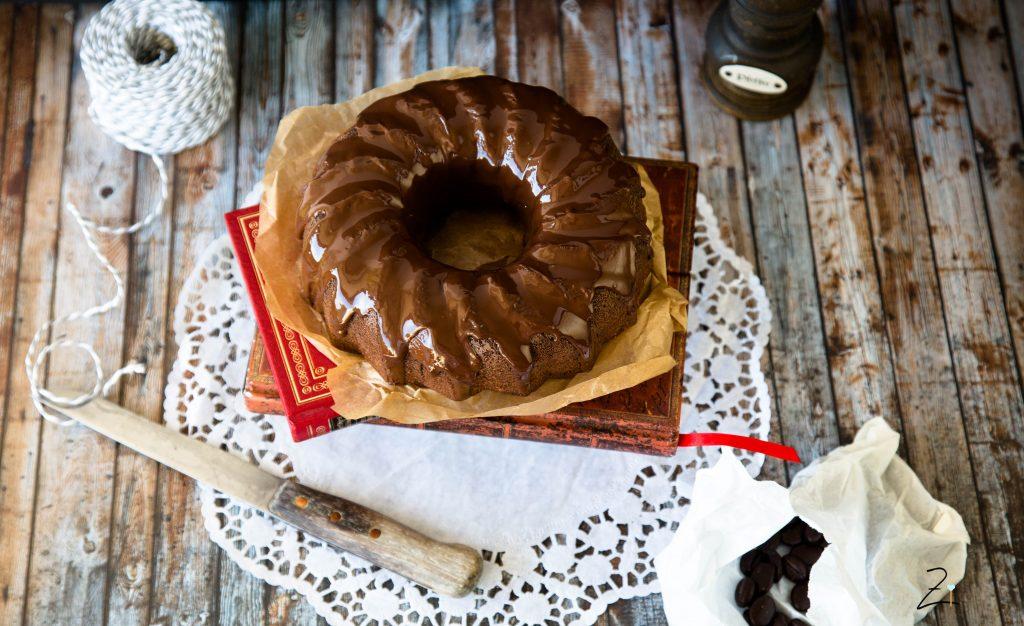 Schokoladen Gugelhupf mit Espresso und Schmand