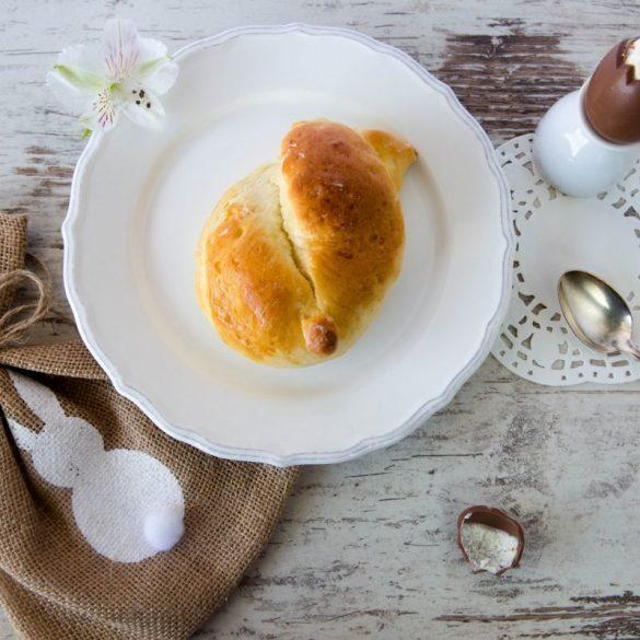 Süßer Ostergruß: Häschenknoten aus Hefeteig