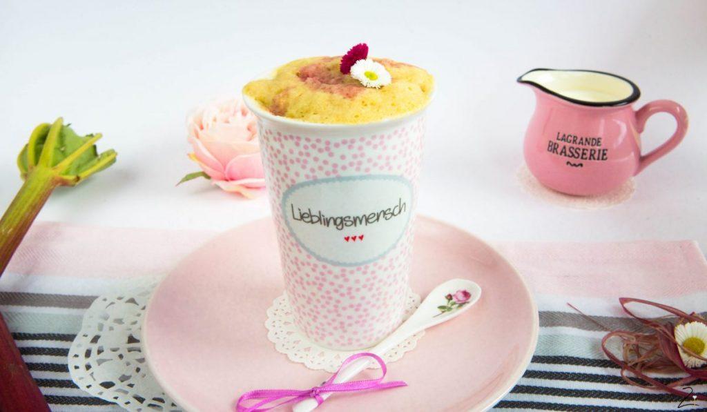 Rhabarber Marzipan Mug Cake