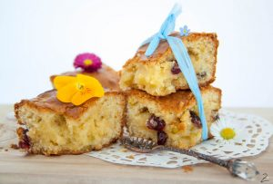 Blondies mit Cranberries und Pistazien
