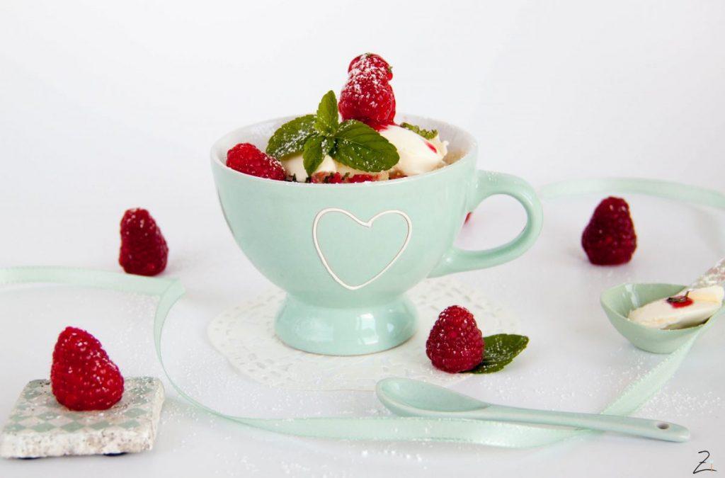 Himbeer Mug Cake mit Minze