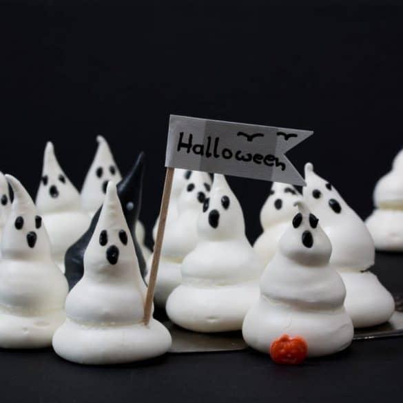 Halloween: Kleine Schreckgespenster aus Baiser