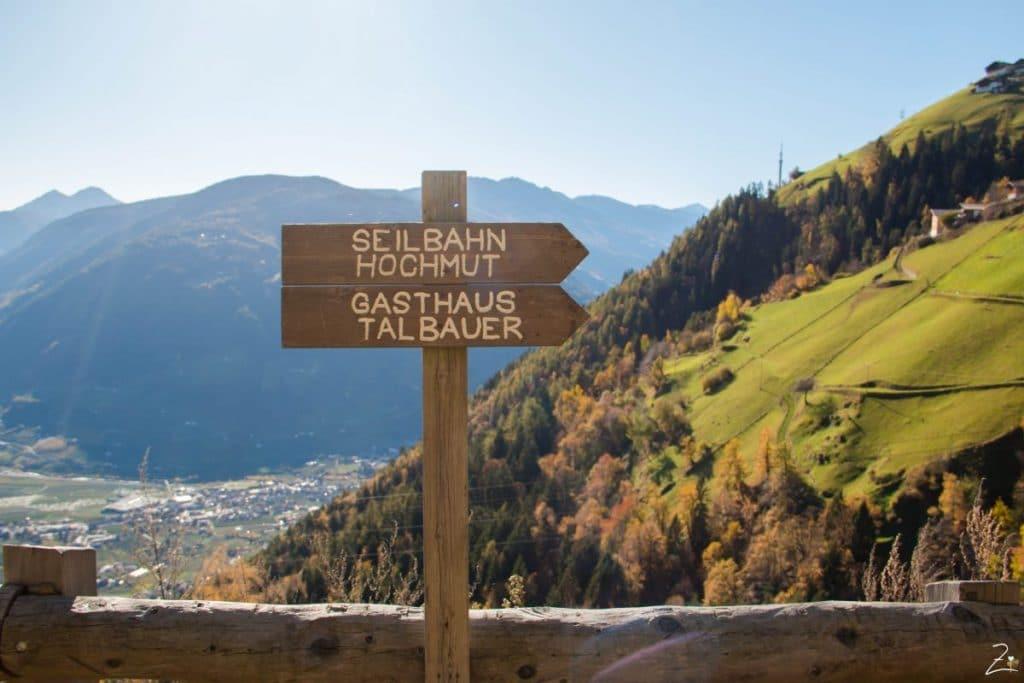 Wegweiser zum Gasthaus Talbauer in Südtirol
