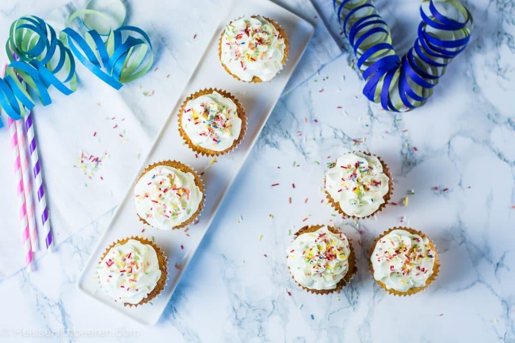 Funfetti Cupcakes - 1. Bloggeburtstag - Gastbeitrag Heisse Himbeeren