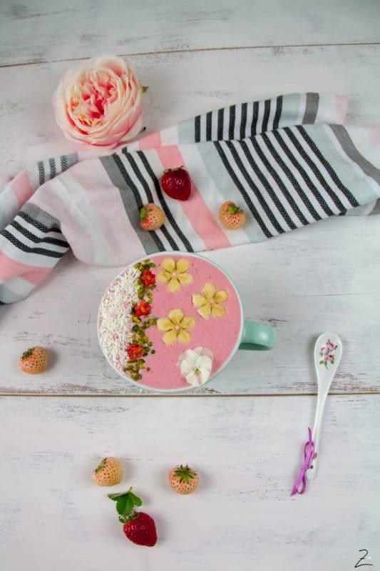 Erdbeer Smoothie Bowl zum Frühstück