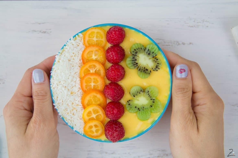 Mango Smoothie Bowl zum Frühstück