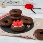 Bollenhut Donuts - Rezept für schokoladige Black Forest Donuts