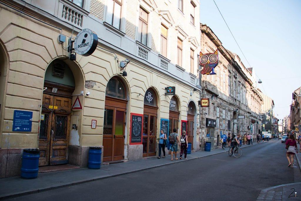 10 Must Dos in Budapest_Rubin Bars