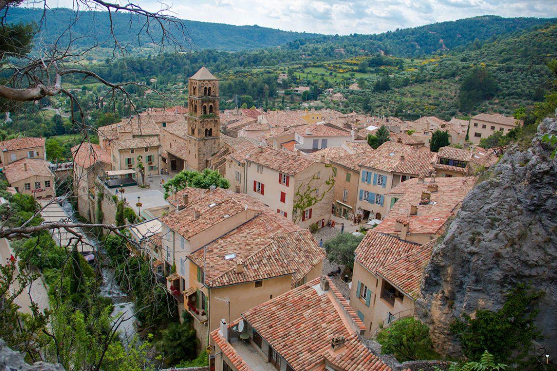 Ein Ausflug ins Bergdorf Moustiers-Sainte-Marie