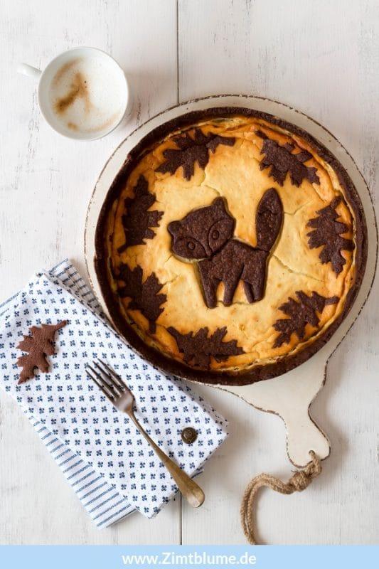 Russischer Zupfkuchen mit Herbstmotiv - Mit ein paar Kniffen könnt ihr diesen hübschen Kuchen ganz einfach nachbacken. Das Rezept gibts bei Zimtblume.de #russischerzupfkuchen #käsekuchen #cheesecake #chocolatecheesecake #schokoladenmürbeteig #backrezept