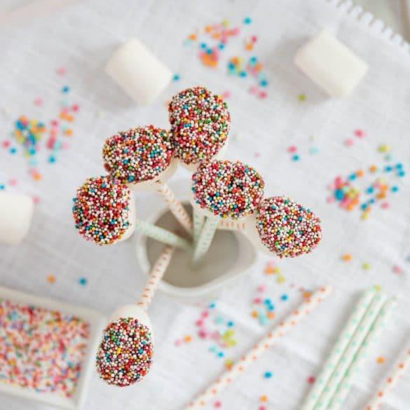 Bunte Marshmallow Pops