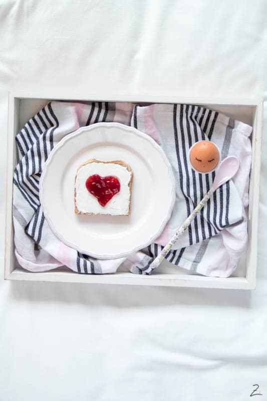 Toastbrot mit Herz zum Valentinstag