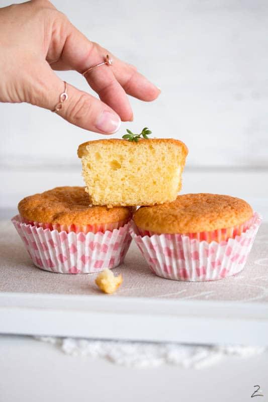 Muffins Grundrezept: Drei Muffins gestapelt