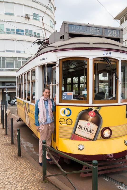 Fahrt mit Tram Nummer 28 in Lissabon