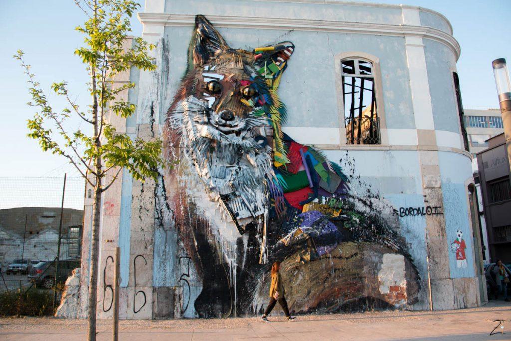 Streetart in Lissabon: Plastik Fuchs von Bordalo II