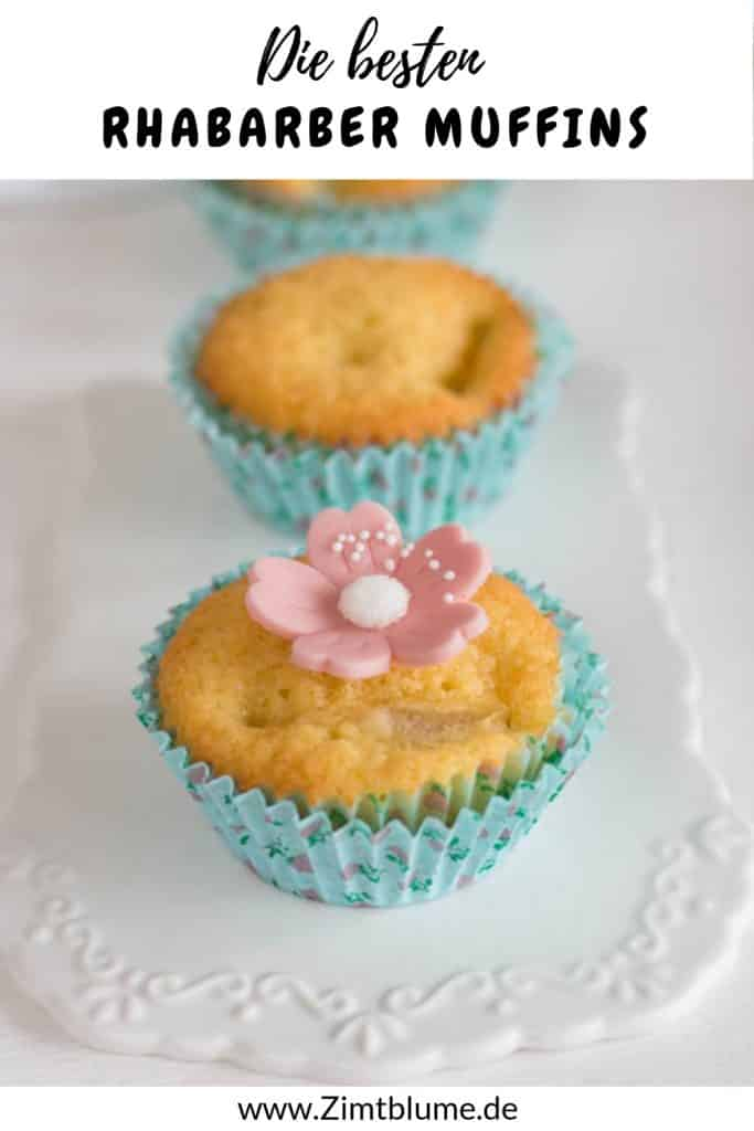 Rhabarber Muffins mit rosa Marzipanblüte