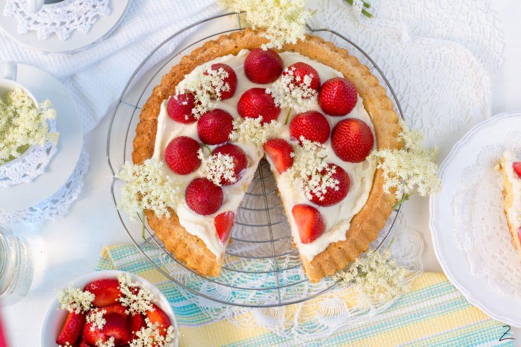 Erdbeerkuchen mit Holunderblütensirup