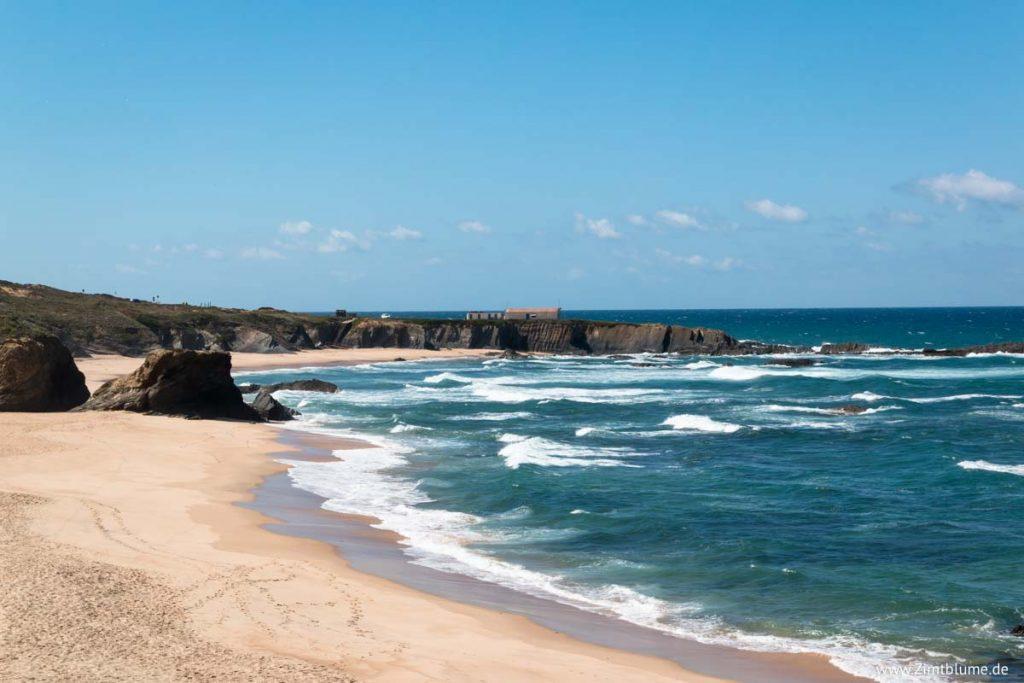 Leerer Strand Almograve Portugal