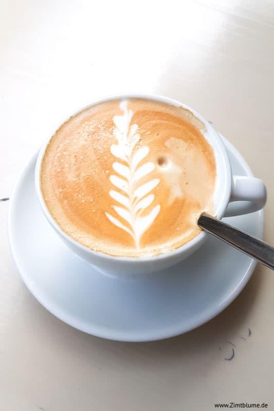 Cappuccino im Café Milch in Hamburg