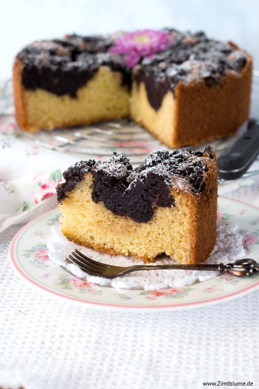 Kuchenstück mit Schokoladenstreuseln