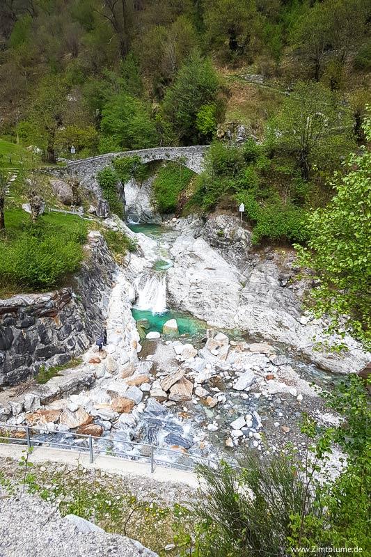 Crotto Dangri, Livo