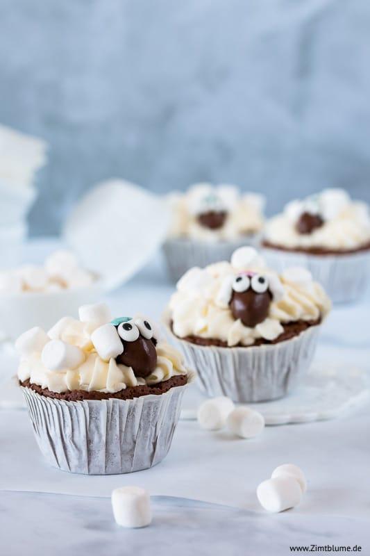 Schäfchen Cupcakes mit Mini Marshmallows