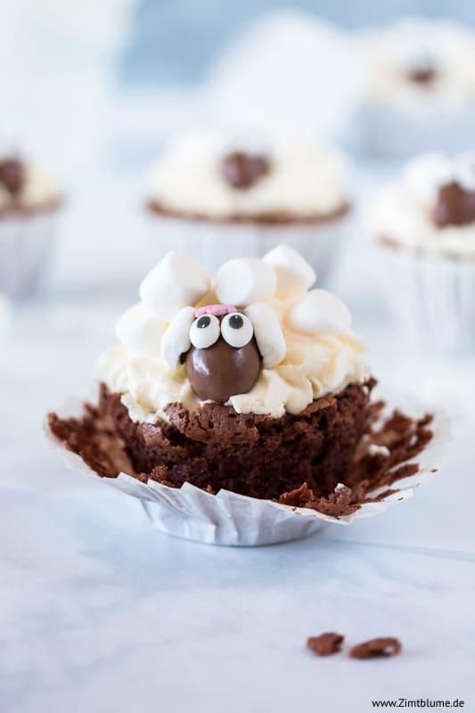 Schäfchen Cupcakes mit Schokoladenteig