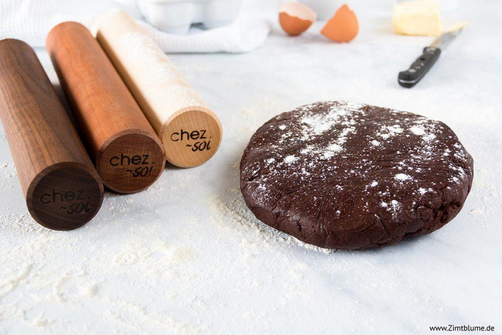 Schokoladen Mürbeteig und Nudelhölzer