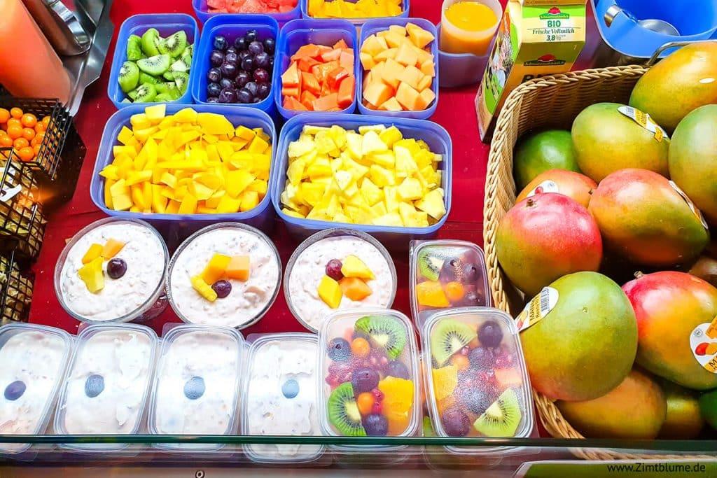 Frische Früchte in der Frischetheke im Saftlädele