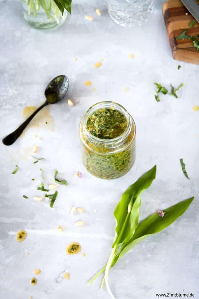 Bärlauch Pesto mit Pinienkernen im Glas