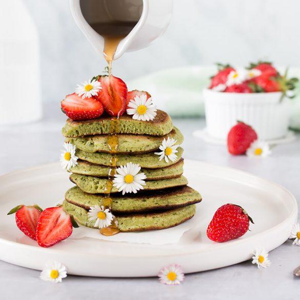 Rezept für Matcha Pancakes mit Ahornsirup