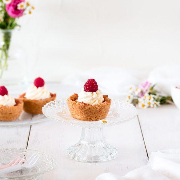 Einfache Apfelwein Muffins mit Mürbeteig und Sahne