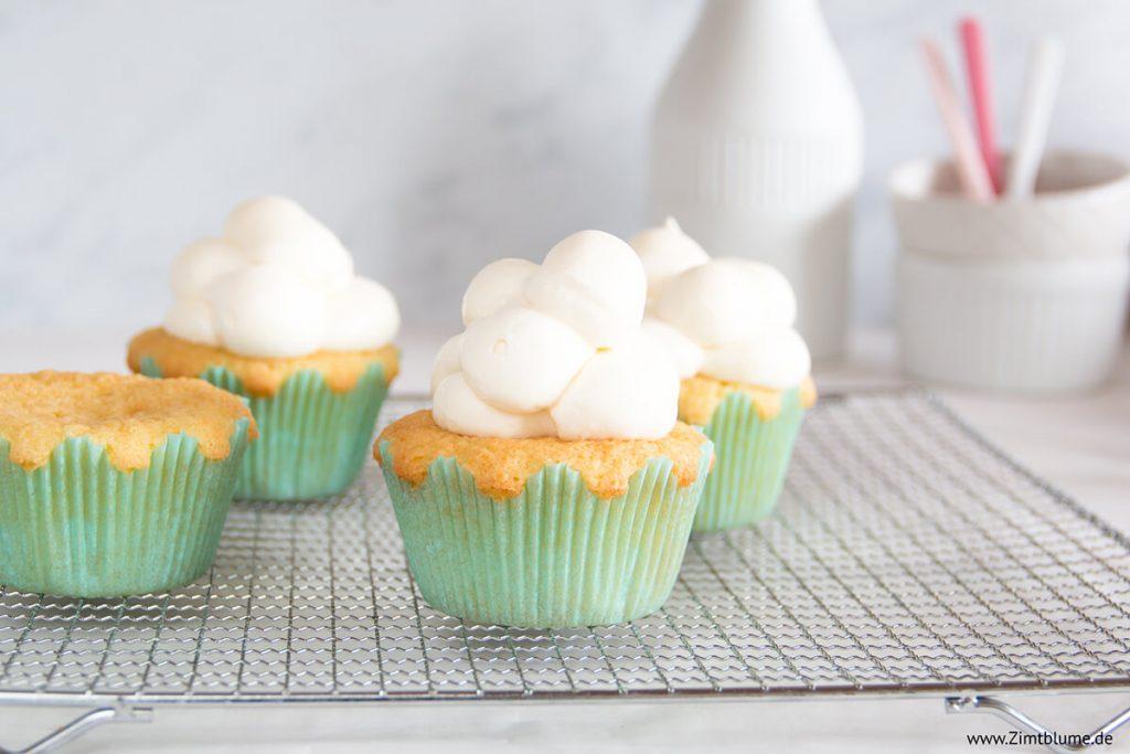 Wolken Cupcakes backen