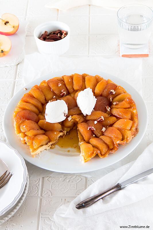 Tarte mit Äpfeln und Vanilleeis