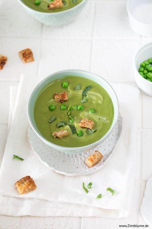 Cremige Suppe mit Erbsen und Minze