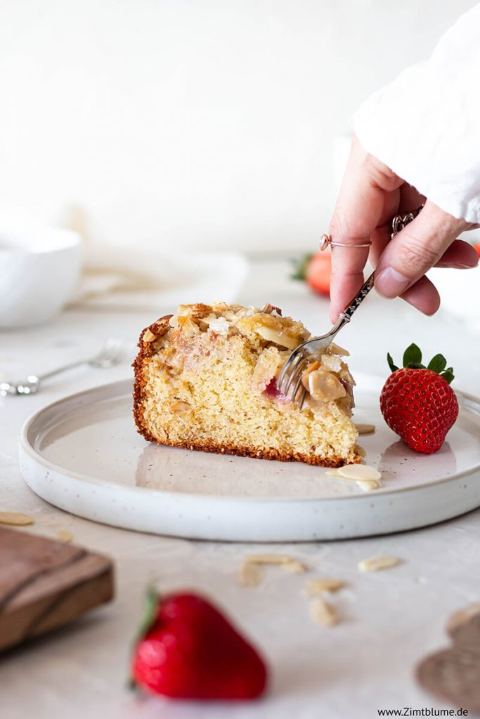 Saftiger Erdbeer-Rhabarber-Kuchen