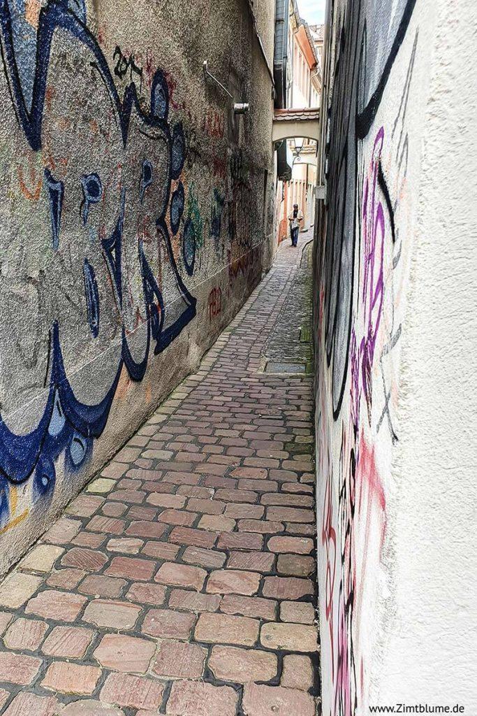 Freiburg enge Gasse: Präsenzgässle