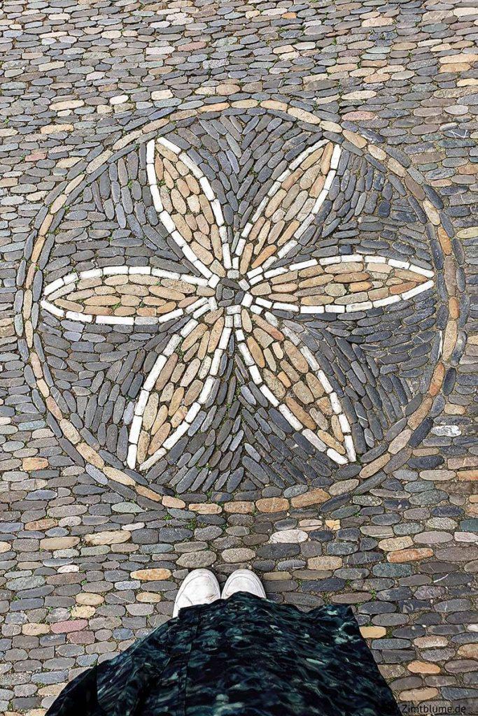 Rheinkiesel Mosaik