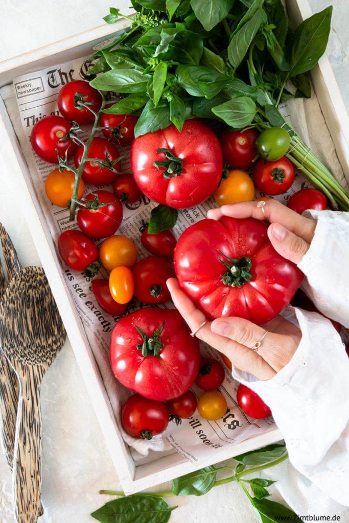 Reife Tomaten für Tomatensalat