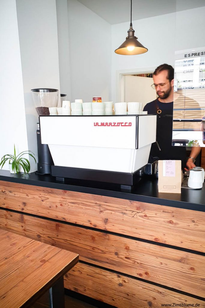 Kaffee im Bächle Freiburg